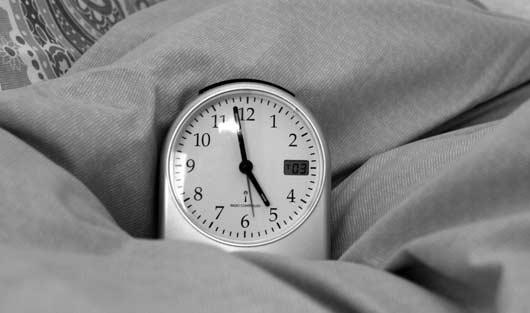 Schlafprobleme überwinden durch Meditation, Yoga, Pilates und Atemübungen